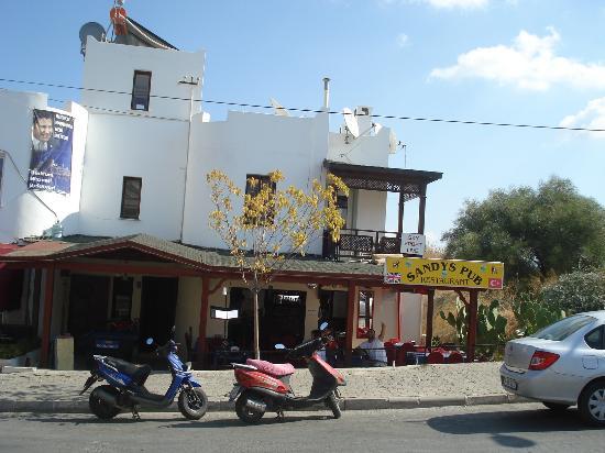Sandys British Pub & Cafe: sandys pub