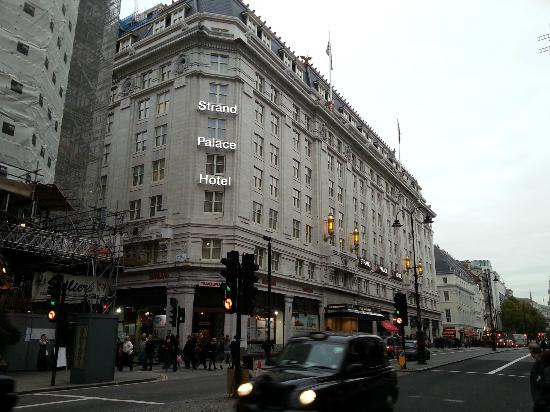 Strand Palace Hotel: Exterior of Hotel