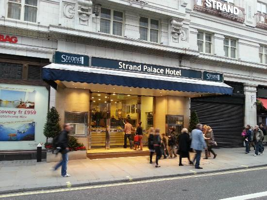 Strand Palace Hotel: Main Entrance