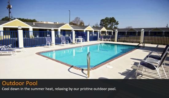 Americas Best Value Inn and Suites- Enterprise: Our Outdoor Pool