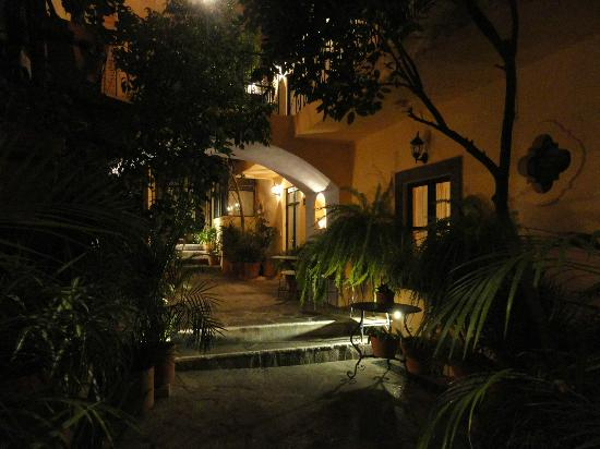 Villa Mirasol Hotel: Room surroundings