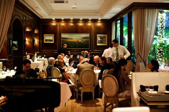 Charleston Grill: Dining Room