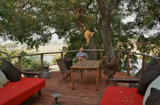 Sindabezi Island: Treehouse platform