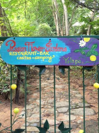 Passionflower Gardens Yelapa Liana's Bistro & Bar: Front Gate