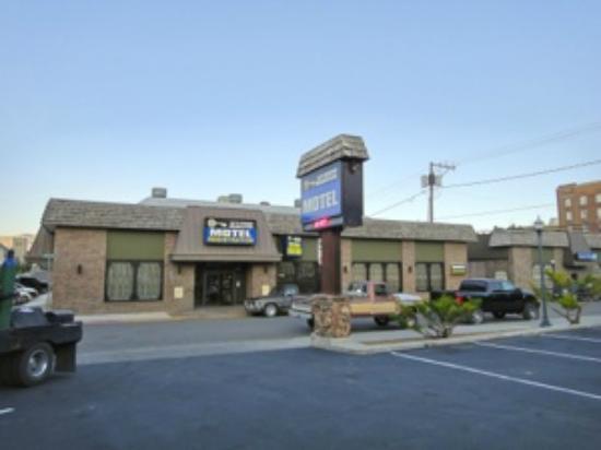 Jailhouse Motel & Casino: レセプションのある建物