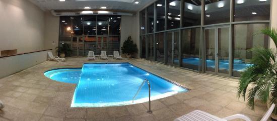 Howard Johnson Sierras Hotel and Casino: Pileta Climatizada