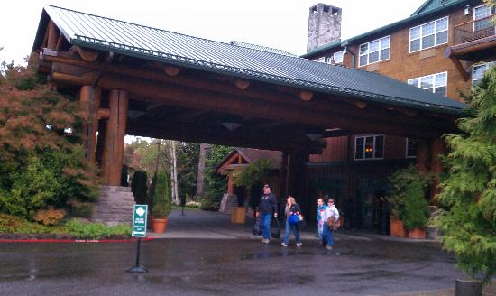 Heathman Lodge: Outside Front