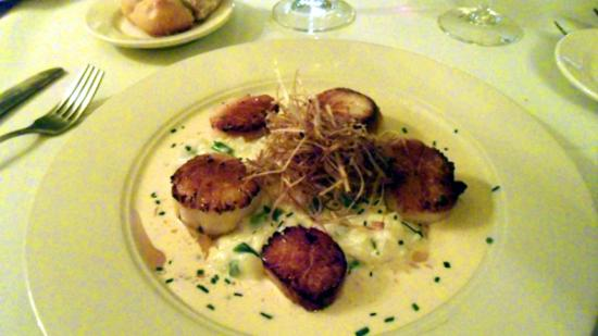 L'Alouette : Plump sea scallops