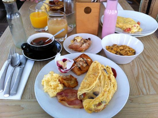 the awesome breakfast picture of qt gold coast surfers. Black Bedroom Furniture Sets. Home Design Ideas