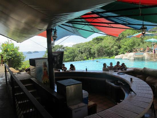 Condovac la Costa: Pool side bar and food service