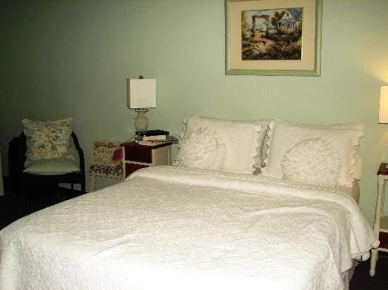 The Savannah House Inn: Room #7 photo