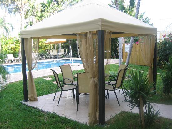 Cocobelle Resort : Gazebo in pool area