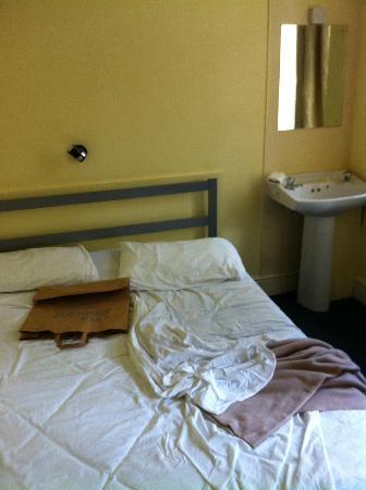 Gresham Hotel: letto lavandino in camera