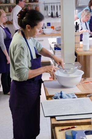 Le Calabash Petit Conservatoire de la Cuisine: Making macarons