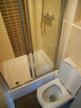 My Edinburgh Life: Narrow shower door and suite