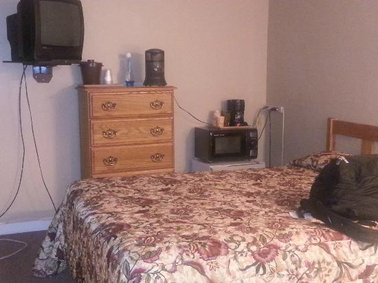 The Valley Inn: clean bed and all the required amenities