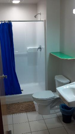 The Cleveland Hostel: Shared Bathroom