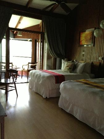 Monteverde Lodge & Gardens: Double bed