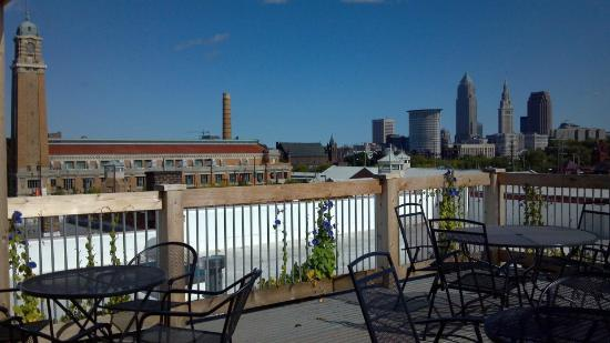 The Cleveland Hostel: Roof Deck with Great Views of the City