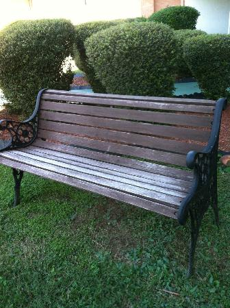 Super 8 Hope: bench, on grounds