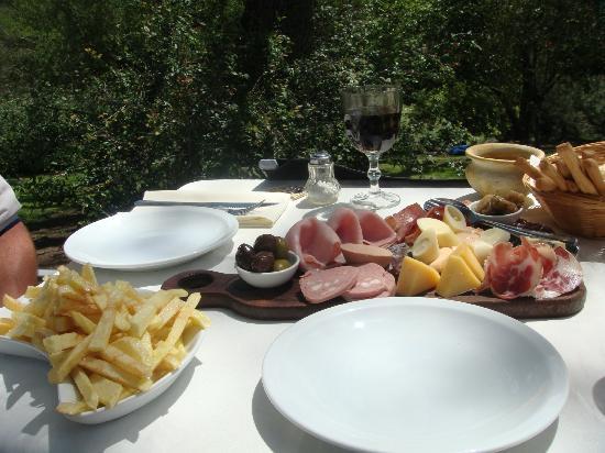 El Potrerillo de Larreta: Almuerzo en Restaurant de la Hosteria
