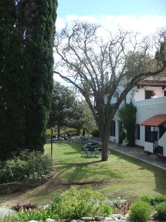El Potrerillo de Larreta: Vista de la Hosteria desde la Capilla del Lugar 