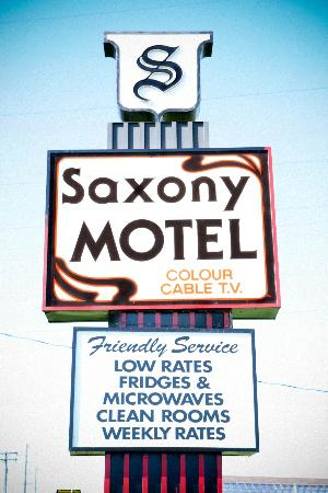 Saxony Motel & Restaurant: Exterior sign