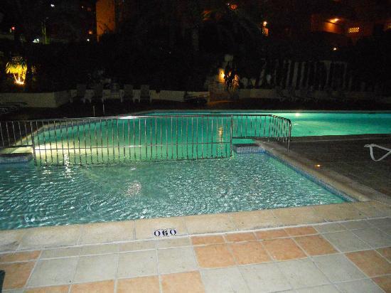 BelleVue Vistanova: pool at night