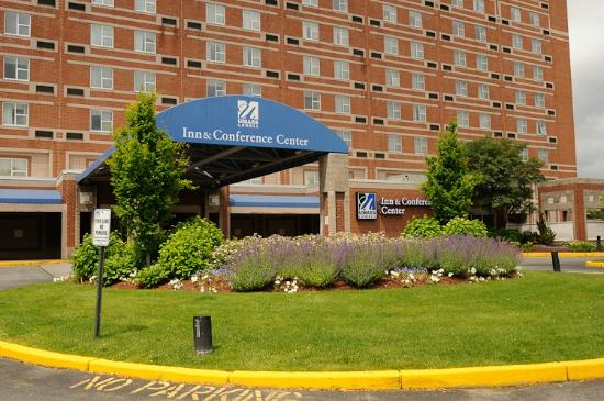 UMass Lowell Inn & Conference Center : our front entrance