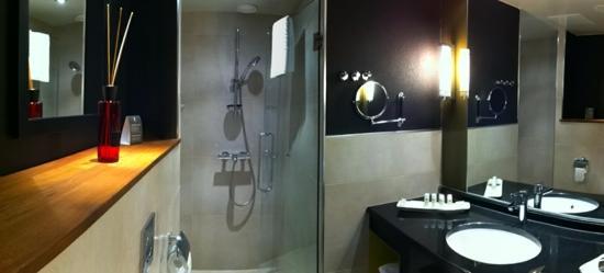 Fabian Hotel: bathroom