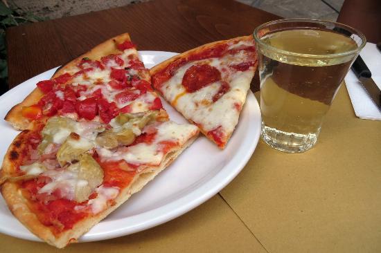 Bar Enoteca Piazza delle Erbe: pizzas and sparkling white
