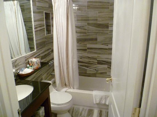 The Kimberly Hotel: bathroom