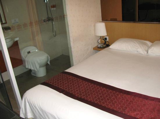 The Crown Borneo Hotel: bedroom and bathroom