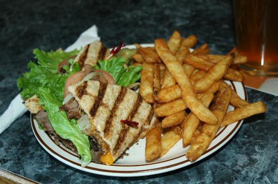 Jasper Ridge Brewery: Cuban sandwich