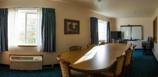 Microtel Inn & Suites by Wyndham Tomah: Meeting Room