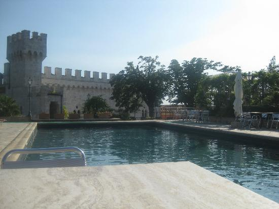 Castello delle Serre: Lovely Pool Area