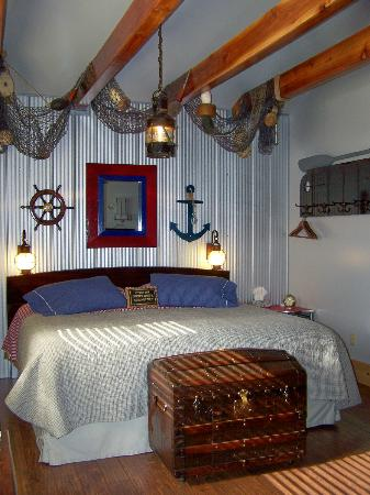 Beach Gables Guesthouse Motel: Boathouse Suite with kingbed