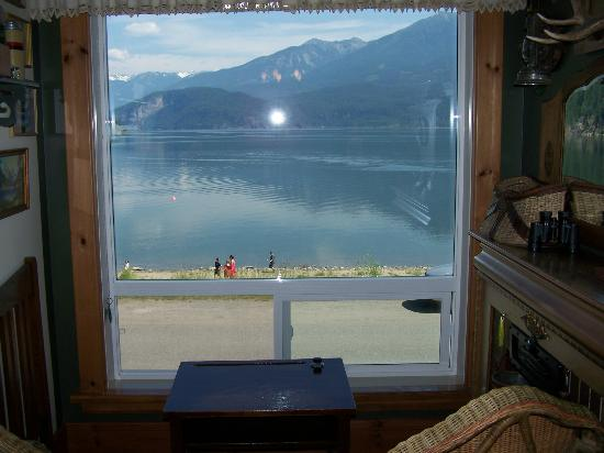 Beach Gables Guesthouse Motel : View from Kootenay Suite