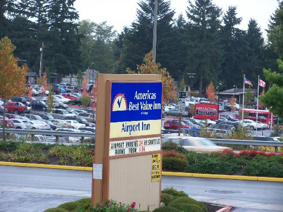 Americas Best Value Airport Inn: Sign