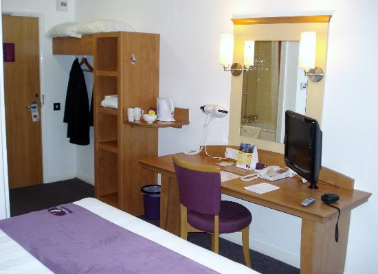 Premier Inn Carrickfergus Hotel: Plenty of space