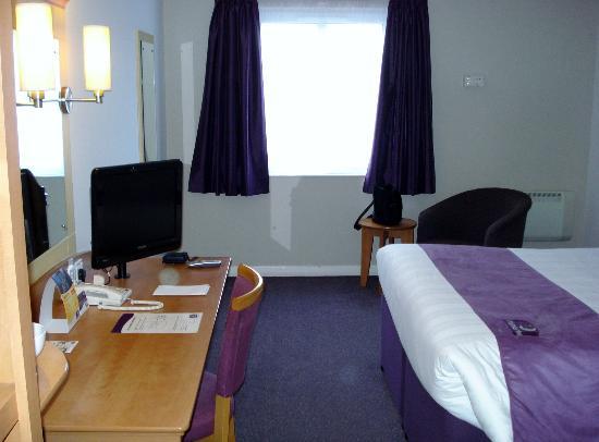 Premier Inn Carrickfergus Hotel: Room