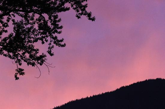 Bella Coola Eagle Lodge: Beautiful skies - View from dining porch