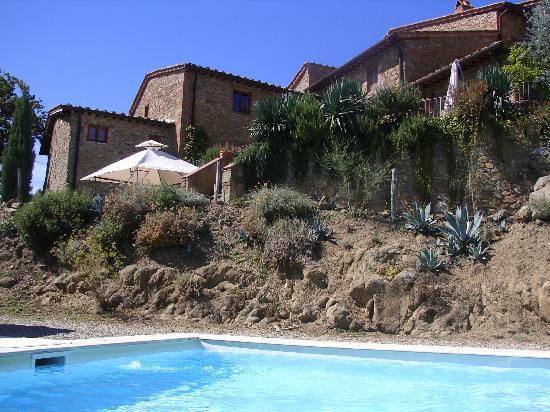 Ventena Vecchia - Antico Frantoio: View of Villa from the Pool