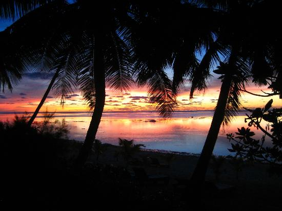 Tamanu Beach: Sunset view from bungalow