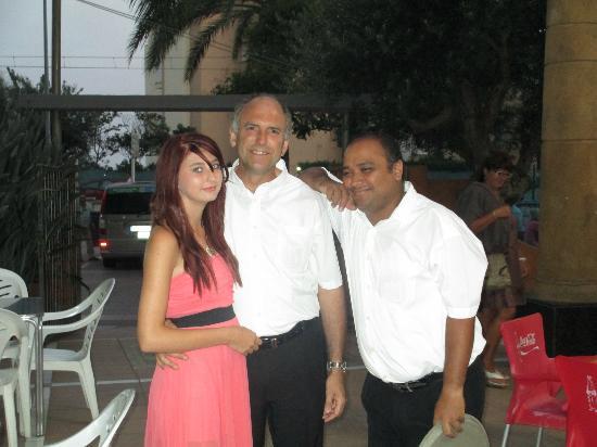 Reymar Hotel : my daughter with 2 bar staff
