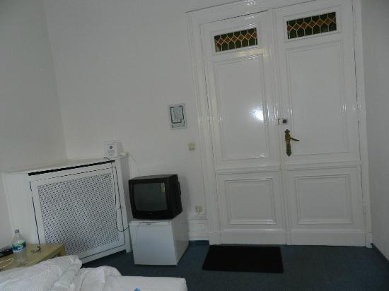 Seifert Hotel: defekte Klinke, Fernseh mit Verlängerungskabeln...