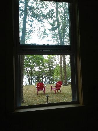 Xanadu Island Bed & Breakfast and Resort : Maid's Cottage - View from Bed