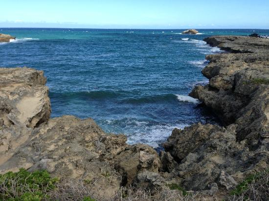 Laie Point State Wayside Park : Water against the rocks
