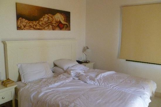 Aliathon Holiday Village: bedroom in studio