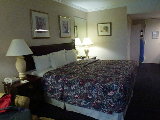 Fairfield Inn & Suites Cape Cod Hyannis: Another view of bed